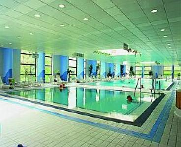 Swimming pool - Thermal wellness spa hotel - Thermal Hotel Helia - Budapest