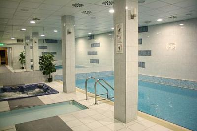Swimming pool of Hotel Zuglo - 3-star hotel in Budapest - Hotel Zuglo*** Budapest - Hotel in the green belt of Budapest